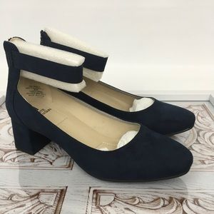 White Mountain navy blue suede pumps ankle strap 8